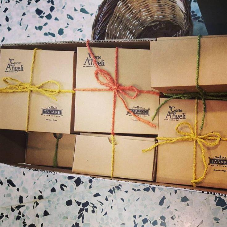 Welcome Box for our partners: La Corte degli Angeli Hotel. #welcome #box #gift #souvenir #hotel #sicily #sicilia #siracusa #Syracuse #ribbons #ideas #refined
