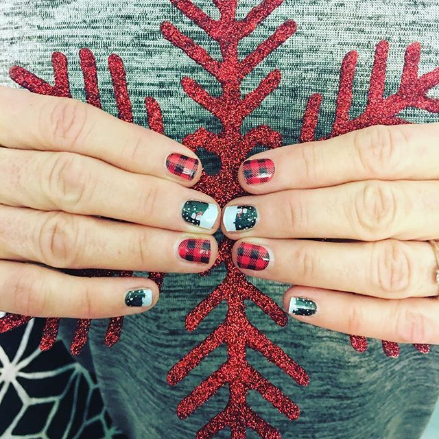 Getting in the Christmas spirit with Snowglobe and Friday Flannel Jamberry nails Christmas ❄️ ⛄️ #snowglobejn #fridayflanneljn #jamberrynails #diynails #christmasspirit #snowglobe #buffaloplaid #red #black #plaidnails #christmas #holidayspirit #christmasnails