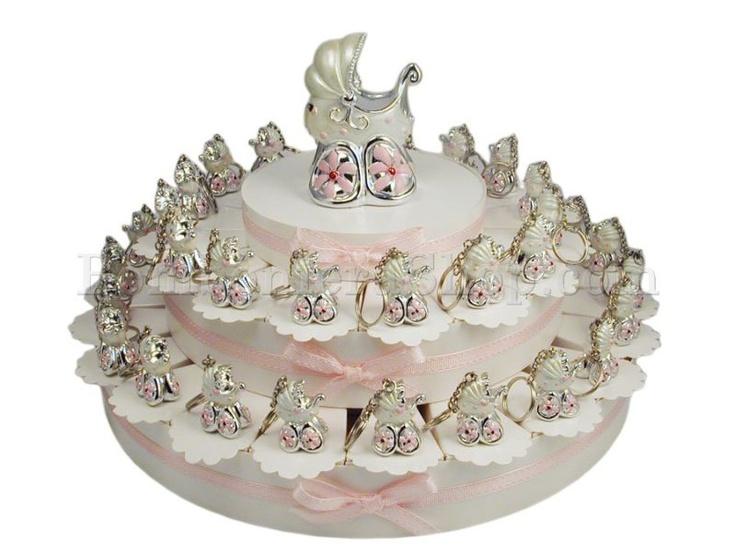 Torta bomboniera composta da 38 fette con portachiavi a forma di carrozzina di colore argento e perla..