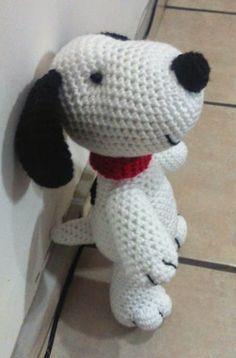 Perro Snoopy Amigurumi - Patrón Gratis en Español aquí: http://novedadesjenpoali.blogspot.com.es/2015/03/snoopy-amigurumi.html
