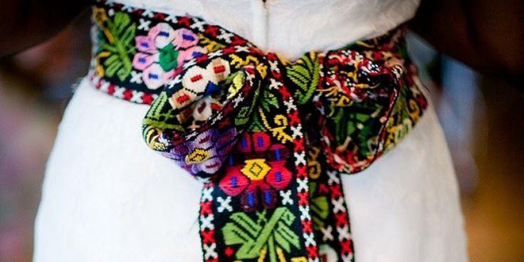 La cultura mexicana está llena de color y vida. Regresa a tus raíces con estos lindos vestidos.