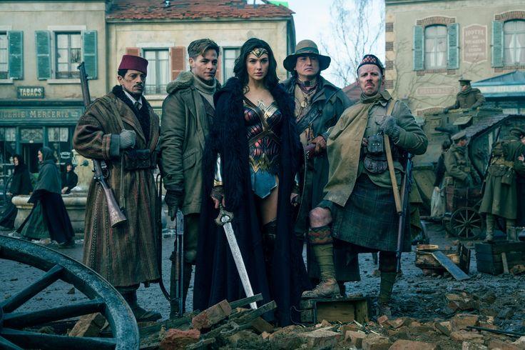 "Wonder Woman ""The 1918 photo"""