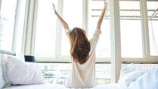 Conoce los beneficios de estirarte al levantarte