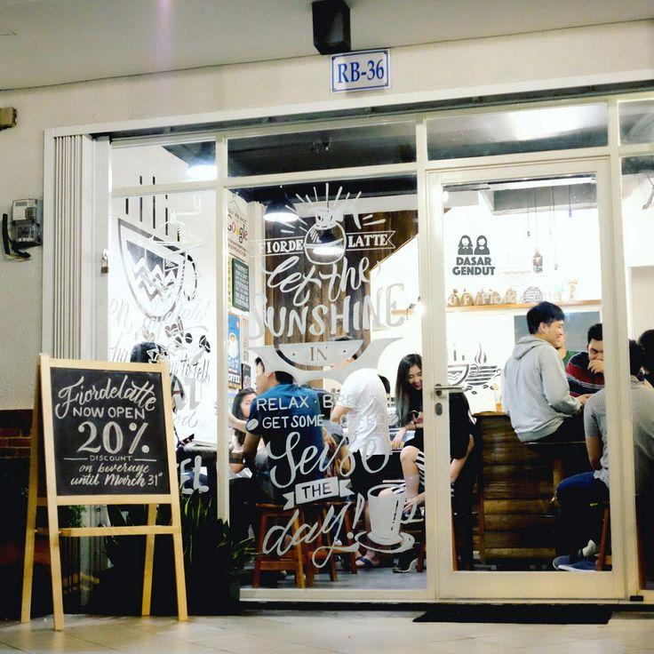 Handlettering on windows, for coffeeshop, using white enamel oil based paint