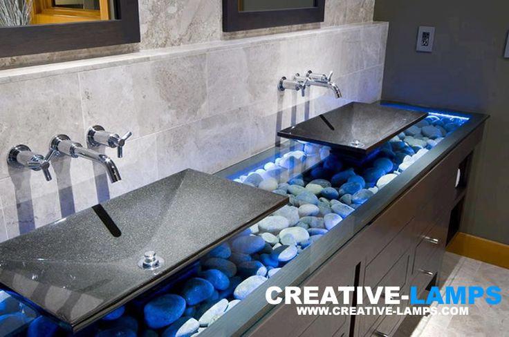 Iluminación que además decora... con estilo ! En esta bancada de baño, aplicamos luz LED por debajo del vidrio de la misma, dentro de un falso cajón de mdf relleno por piedras de arroyo. Un detalle que hace toda la diferencia. Tu también puedes tener estos detalles de iluminación en tus ambientes, es un lujo que tu puedes darte sin gastar demasiado! consulta@creative-lamps.com