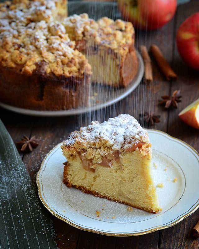 Apple Pie with Oatmeal Streusel Яблочный пирог с овсяным штрейзелем Нежное тесто, мягкие кусочки яблок, штрейзель с овсянкой и аромат корицы на кухне...Хорошее сочетание, не так ли?  Yummery - best recipes. Follow Us! #foodporn