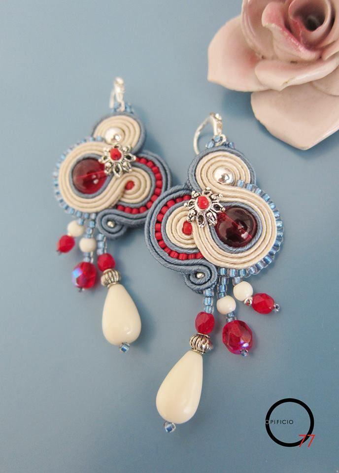 Orecchini soutache bianco, azzurro e rosso con cristalli, perline rocailles, goccia in pietra dura e monachella con strass. Design Giada Zampar - Opificio77