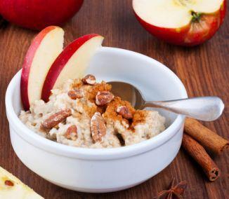 Ovsené vločky obsahujú mnoho živín a sú ideálnou potravinou stvorenou pre zdravé a chutné raňajky