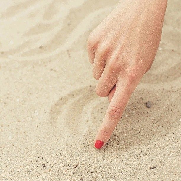Giornata al mare... #3in1Gel #OneStepGel #SmaltoIbrido #LaFemmeProfessionnel #AleasCosmetics #Spiaggia #Sabbia #Mare #Mani #Unghie #Manicure #Glamour #Nail #Nails #Red #RedManicure #Romantic #Smalti #Smalto #CentroEstetico #Only #BeautyCenter