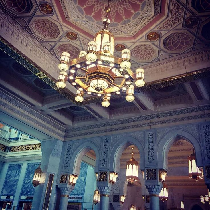 A #stunning view of the beautiful chandelier in #MasjidalHaram #MashaAllah.  #JummaMubarak #Mecca #Islam #MuslimUmmah #Salah #HolyUmrah #Hajj #GrandMosque #HolyCity #AlharamTravel