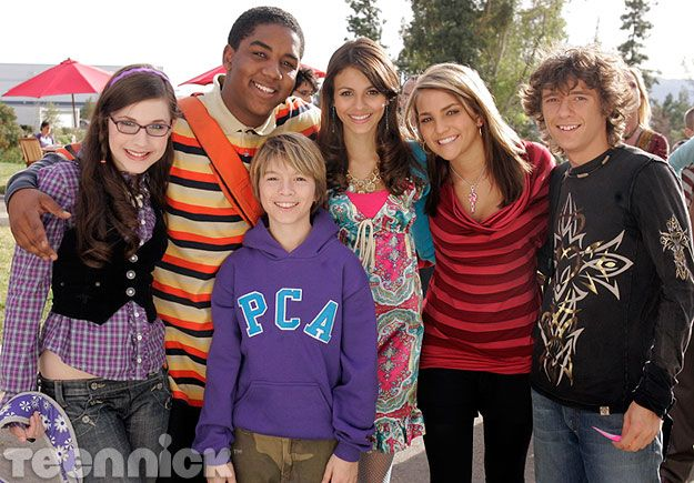 Zoey 101 - Repin if you love Zoey 101 <3