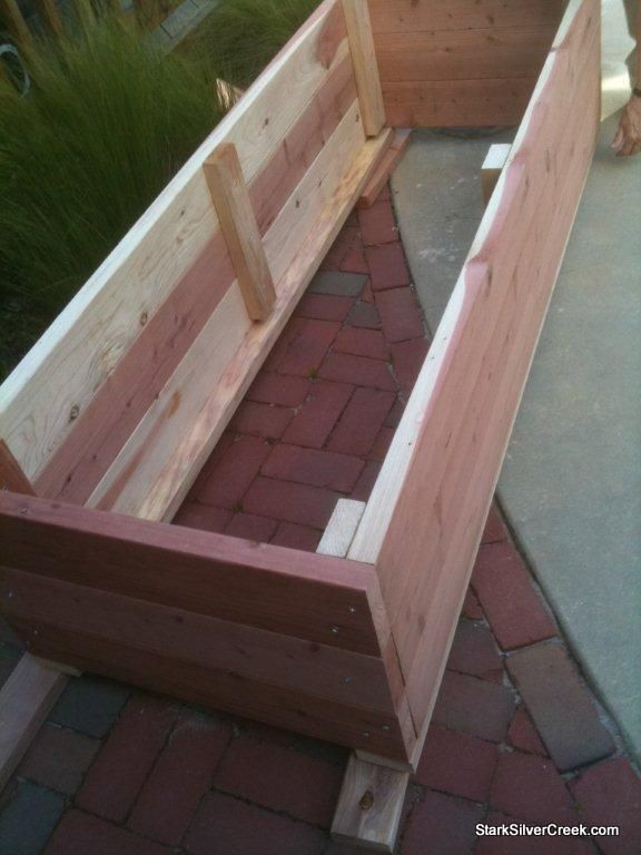 Vegetable Planter Box With Photos Of The Inside And Bottom