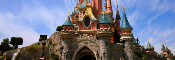 Vous souhaitez découvrir Disneyland Paris ? On vous présente tous nos conseils, astuces et bons plans afin de réussir votre séjour.