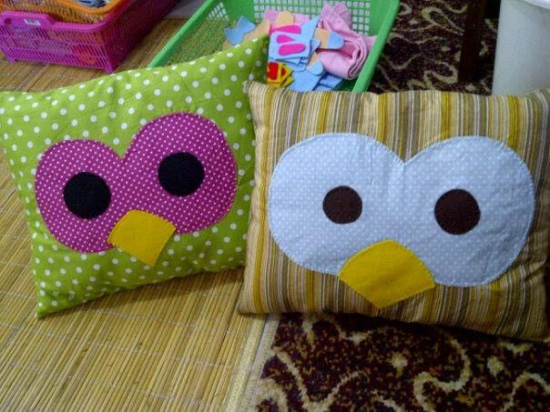 bantal peluk cantik, bahan katun jepang. isi dakron. aplikasi gambar dari bahan katun, it's a lovely cute pillow :)
