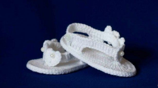 Летние пинетки-сандалии для девочки крючком