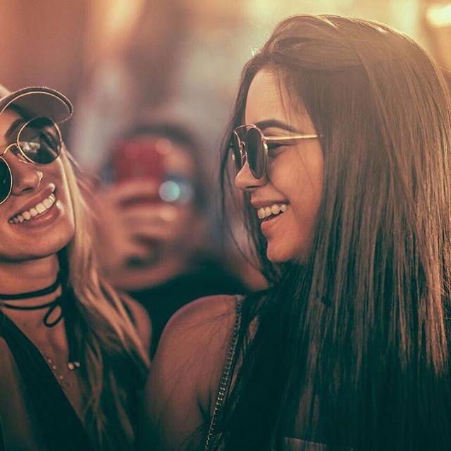 As memórias mais duradouras são construídas em conjunto.  .  Marque seu amigo(a) que estará com você para o que der e vier no festival, daqui a exatos 29 dias.  .  #sotrackboa #festival #entourage