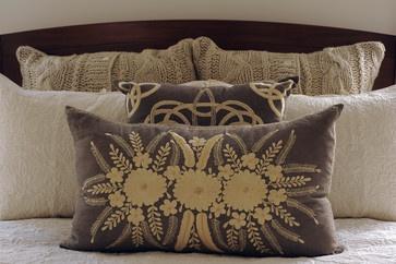 24th Street  |  Santa Monica, CA traditional bed pillows