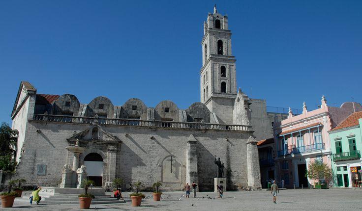 En La Habana la arquitectura eclesiástica tiene hermosos exponentes que han sido durante años símbolos de la ciudad, algunas de las más conocidas son: la Iglesia de La Catedral, La iglesia de San Francisco, la Iglesia del Espíritu Santo y la Iglesia de la Merced