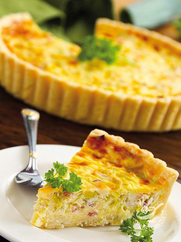 Lettuce and bacon pie - La Torta salata di lattuga e speck è un vero trionfo di sapori anche perché questi due ingredienti, uno deciso, l'altro delicato, si sposano perfettamente! #tortasalatalattuga