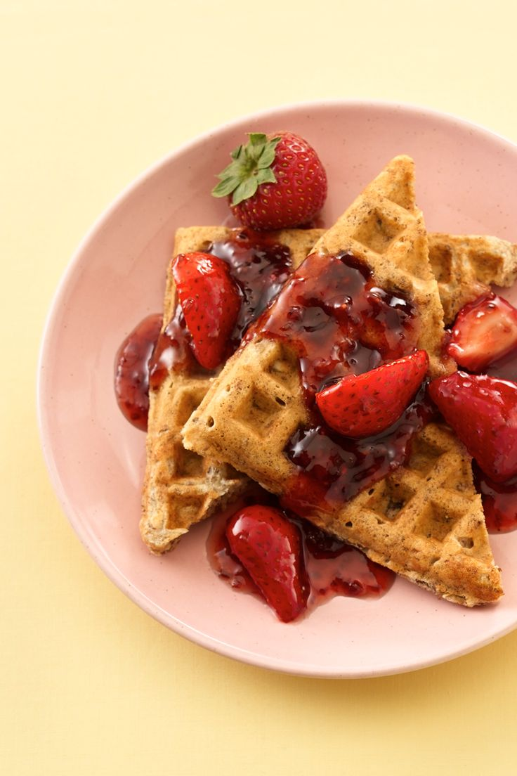 Waffles de Granola de Trigo Integral con Salsa de Frutas