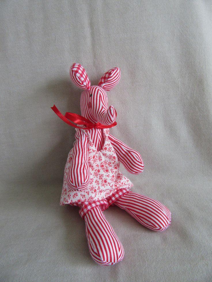 Doudou éléphante fait main en coton rayé rouge et blanc et vêtements assortis amovibles : Jeux, jouets par les-p-tits-bidules