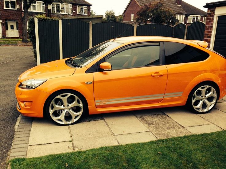 Ford Focus ST-2 £9,500
