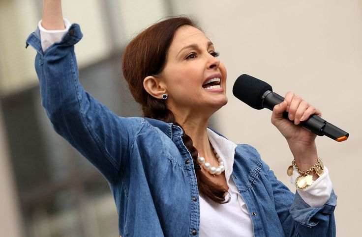 Ashley Judd recites 'I am a nasty woman' poem at Women's March (Watch)