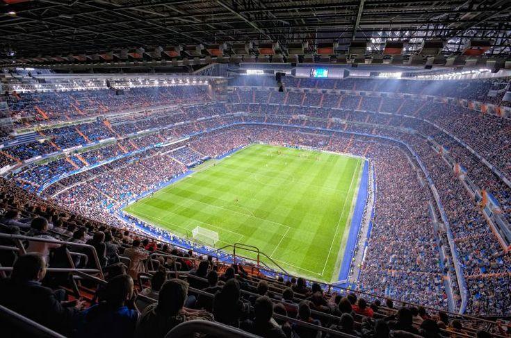 En España, fútbol era muy popular y era similar como americanos le gustarían fútbol americano mucho. También, fútbol era el deporte más popular en todo mundo porque muchas países jugaron este deporte y las familias jugaron con sus pies.
