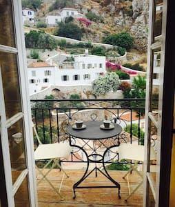 Δείτε αυτήν την υπέροχη καταχώρηση στην Airbnb: Siena house - Σπίτια προς ενοικίαση στην/στο Idra