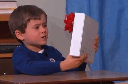 Niño de 5 años rechaza en un programa de TV en vivo una Tablet Sony porque lo que él desea es un iPad.  Ayuda iPhone México, Apple, iPad.