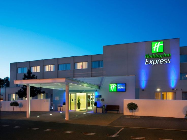 Norwich Holiday Inn Express Norwich United Kingdom, Europe Located in Cringleford, Holiday Inn Express Norwich is a perfect starting point from which to explore Norwich. The hotel has everything you need for a comfortable stay. Facilities like free Wi-Fi in all rooms, 24-hour front desk, facilities for disabled guests, express check-in/check-out, luggage storage are readily available for you to enjoy. All rooms are designed and decorated to make guests feel right at home, and ...
