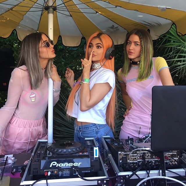 Pin for Later: Quand les Stars S'éclatent à Coachella Simi Haze et Kylie Jenner