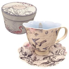 Absolutely stunning tea cup and saucer set from The Aviary collection by Disaster Designs. It is presented in a gorgeous box, which makes it an ideal gift for someone - or the perfect addition to your kitchen!