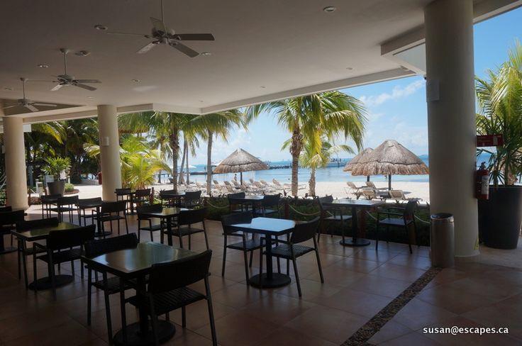 Isla Mujeris Palace. Beach front dining