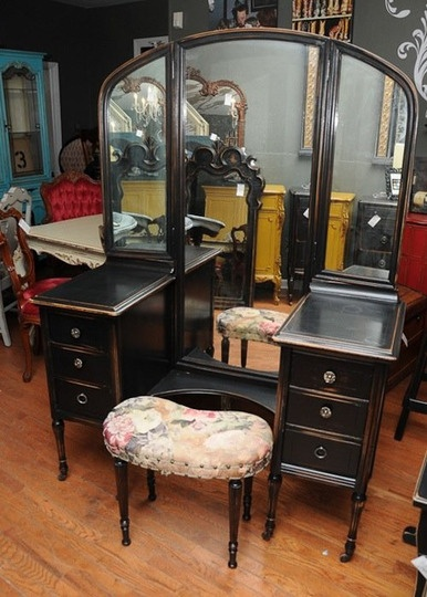 Veritable vanities lucite art deco victorian make up for Deco para el hogar