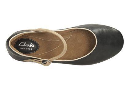 Die Ballerinas können gut zu sommerlichen Casual-Looks in hellen Farben kombiniert werden, Clarks Feature Film, 99,95 Euro: http://www.clarks.de/p/26106099