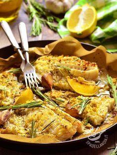 Salt cod with lemon baked - Ecco il Baccalà al forno con limone: veloce, poco calorico e ricco di sali minerali. Perfetto per chi ama la sana dieta mediterranea. #baccalàallimone