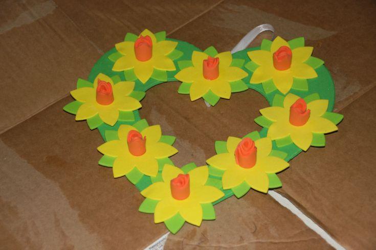 Make a daffodil wreath - instructions with templates - Mummy Alarm