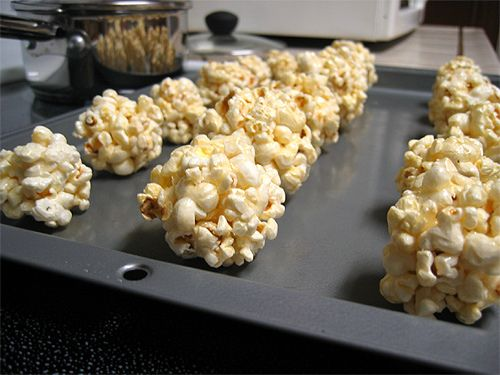 Kids Birthday Party Food - Recipes for Little Fingers / popcorn balls