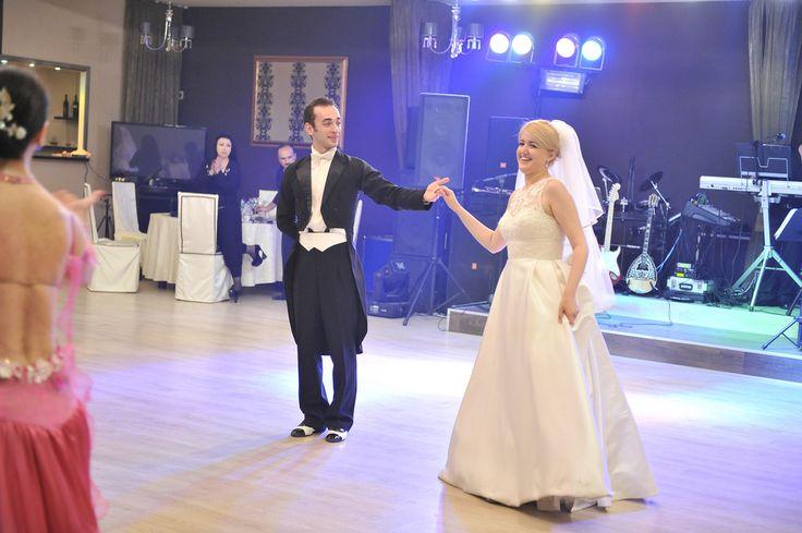 http://www.lotusdance.ro/cursuri-de-dans-pentru-nunta/