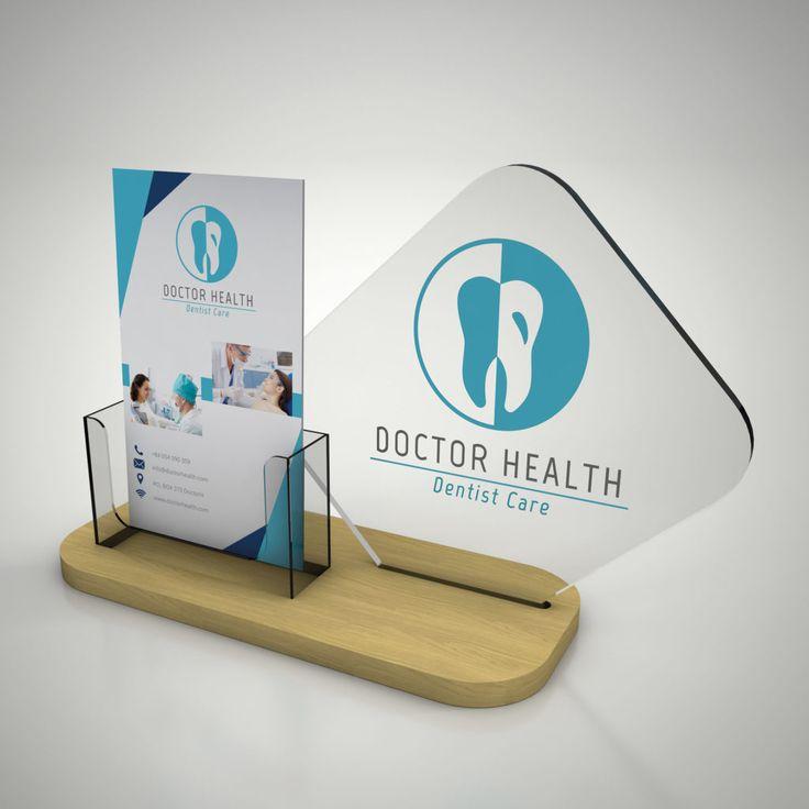 Espositore da banco In plexiglass con base in legno e tasca porta depliant. Stampa U.V. 4 colori  + bianco, con possibilità di personalizzazione