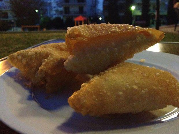 Μια απόμερη ταβέρνα στην Άνω Γλυφάδα είναι το καλύτερο μέρος για φας απλά, εξαιρετικά και φθηνά στην καλοκαιρινή Αθήνα