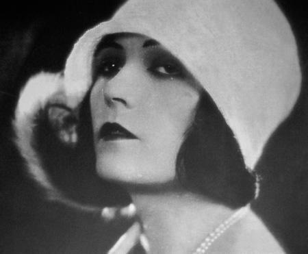 The Polish born actress Pola Negri. Such a stylish image.