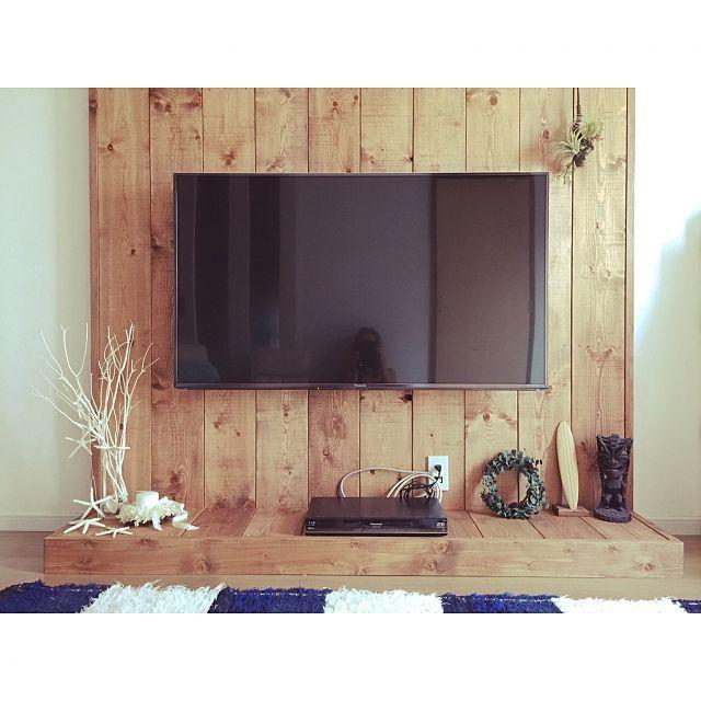女性で、4LDKの中古を買ってリノベーション/中古住宅/中古戸建て/surf/スターフィッシュ/リース…などについてのインテリア実例を紹介。「壁掛けテレビの購入に併せて 下地のなかった壁に板を張りました! DIYではありません(^^;;」(この写真は 2015-08-20 23:07:10 に共有されました)