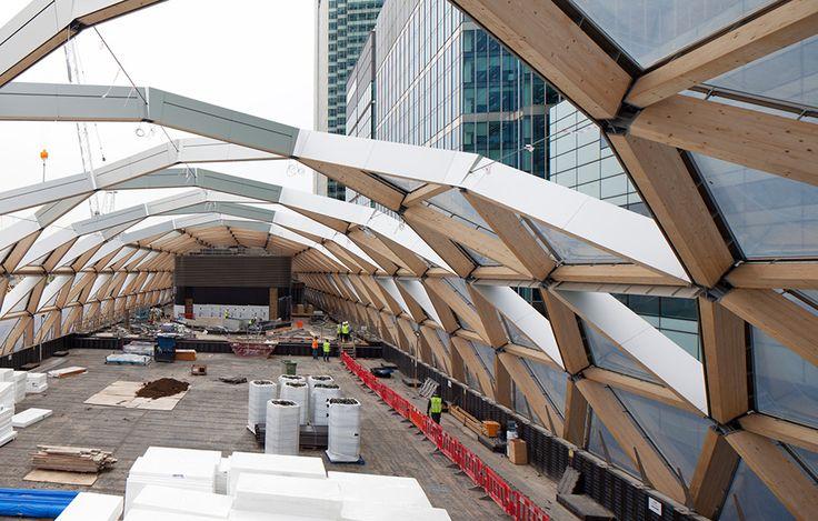Nya byggnader med avancerade takkonstruktioner, Canary Wharf Crossrail Station av Foster + partners, foto Robby Whitfoeld – http://www.tidningentra.se/reportage/med-blicken-mot-husets-femte-fasad #arkitektur i #trä