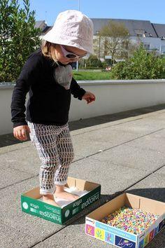 DIY: un parcours sensoriel pour réveiller les pieds