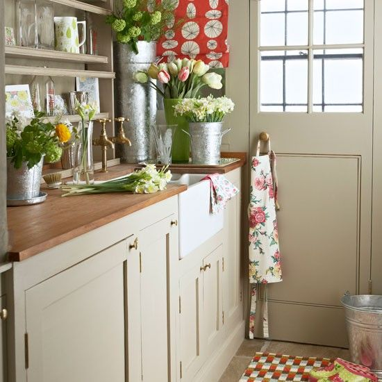 This country utility room is the perfect place to tend to your freshly cut flowers from the garden