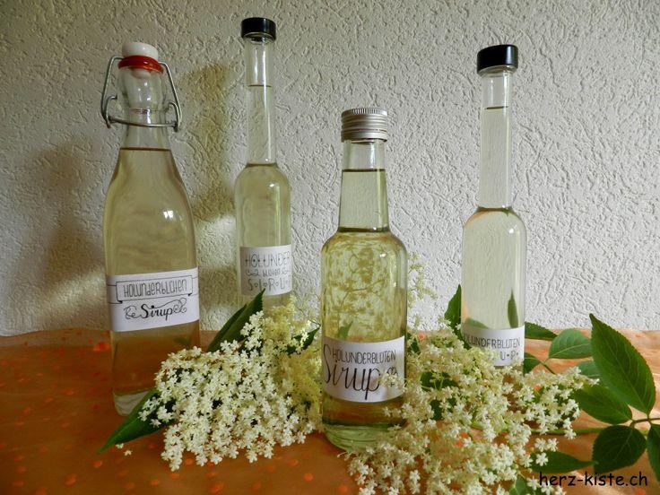 Selbstgemachter Holunderblütensirup mit Lettering Etiketten