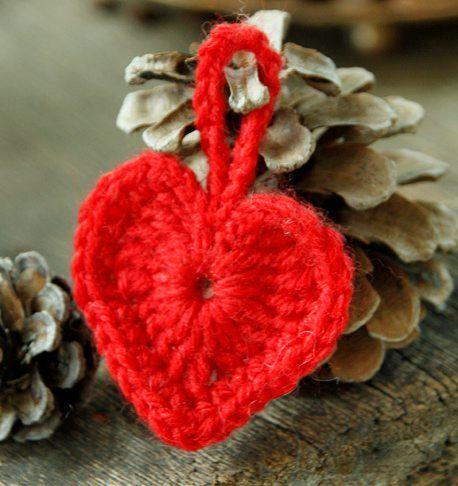 Av og til er det greit å kunne lage noe du blir ferdig med i en fei, og kanskje spesielt nå rett før jul. Hvorfor ikke pynte pakkene med et lite hjerte i år?