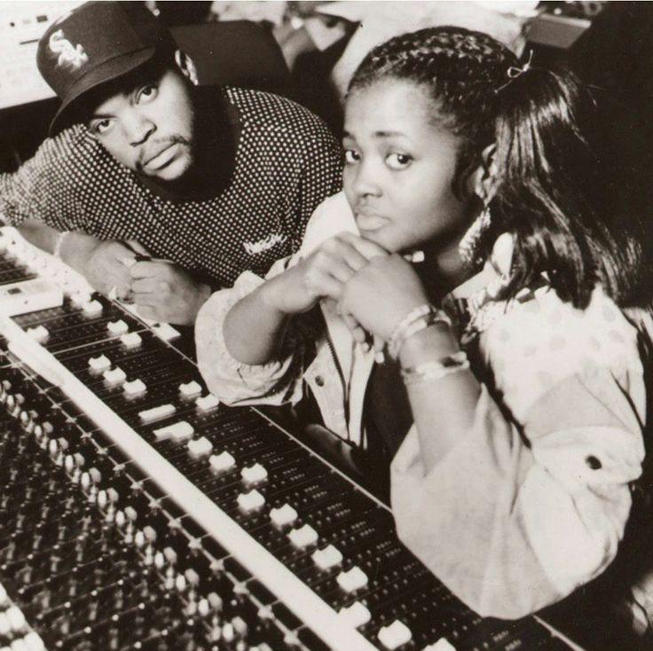 resurrectinghiphop:  Rare Ice Cube & Sista Souljah       (via TumbleOn)